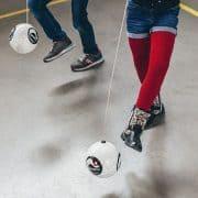 Tafels oefenen door te voetballen